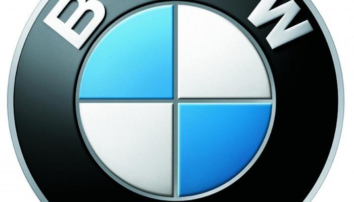 Un client BMW détruit sa voiture devant le salon de l'auto !
