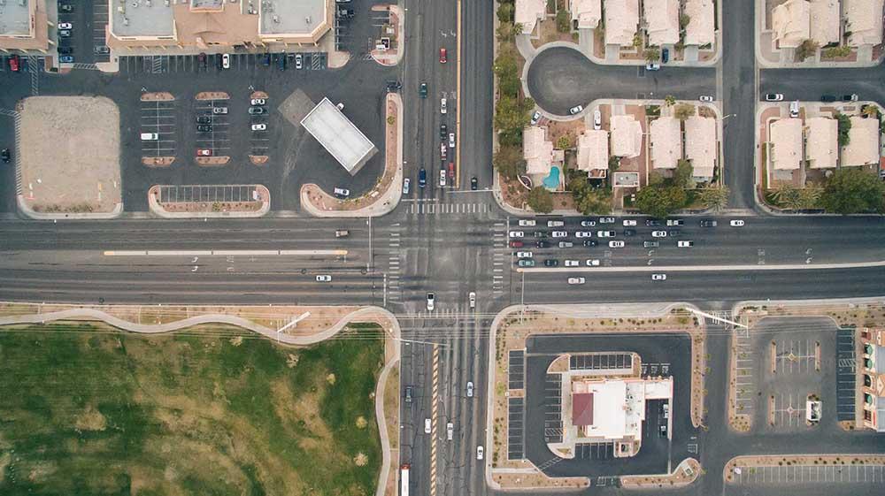 photographie d'un carrefour aux Etats-Unis
