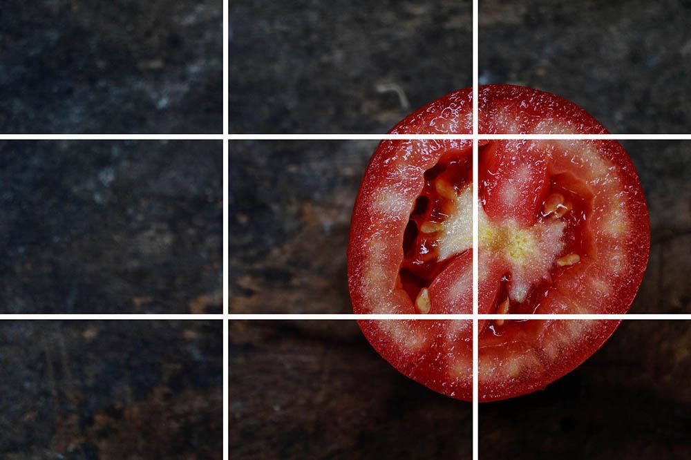 photographie d'une tomate avec la règle des tiers